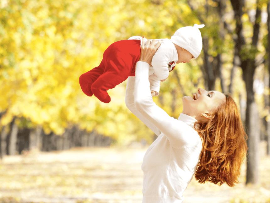 Как одевать новорожденного осенью: дома и на прогулку